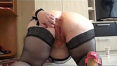 Busty milf with a hot plum pussy and with a big ass masturbates and pushes the plum out of the vagina.