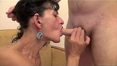 Skinny mature mom fuck younger boyfriend