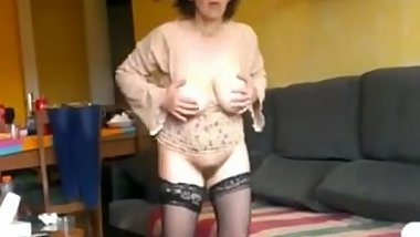 wet hairy pussy solo mature - www.hairypussycamgirls.com
