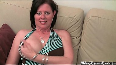Mature mom'_s hairy pussy gets the finger fuck treatment