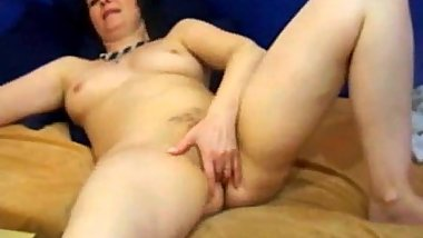 Mature Fingering Pussy on Webcam