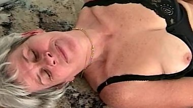 hairy granny cunt toy fucked