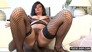 Skilled girl knows how to fuck properly