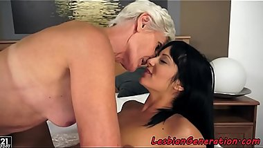 Lesbian granny gets hairy pussy fingered